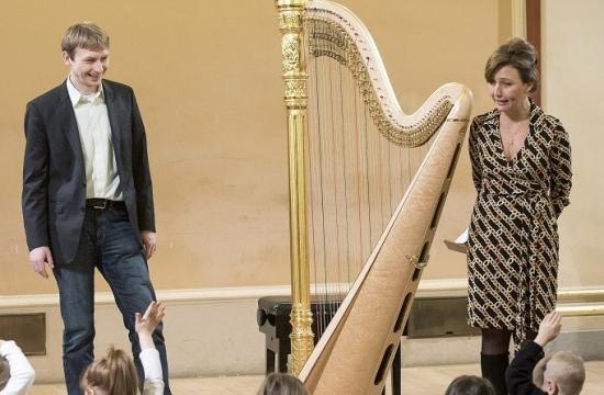 Jana Boušková vedukačním programu Rudolfinek – Hravá harfa