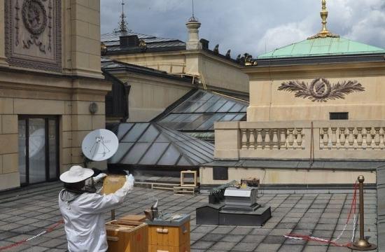 Dramatické nebe, pražské střechy apan Vácha v akci.