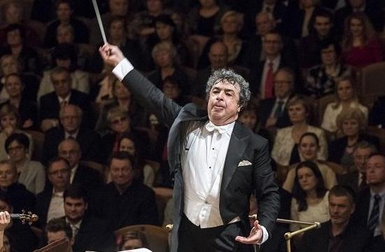 Semjon Byčkov diriguje abonentní koncerty